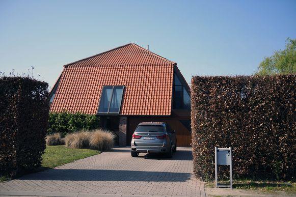 Deze bewoners van dit huis in Boortmeerbeek hebben bezoek gekregen van Ierse klusjesmannen.  Hier werd het dak afgespoten met een hogedrukreiniger.