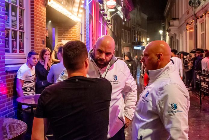 Gastheren van SfeerBeheer actief op zaterdagavond en -nacht in de Bredase binnenstad.