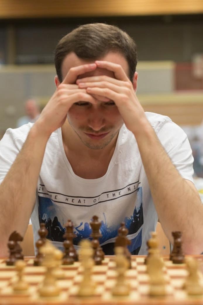 Ivo Maris gefocust op het bord.
