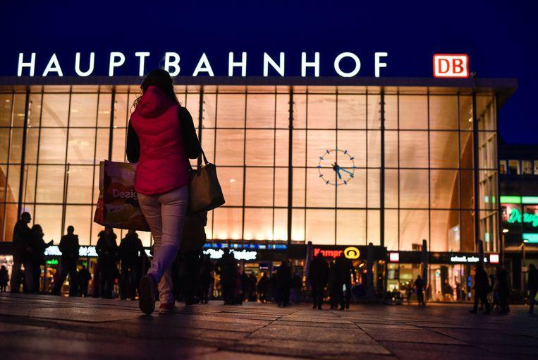 Het station in Keulen waar meer dan 100 vrouwen tijdens de nieuwjaarsnacht werden aangerand en bestolen en enkele zelfs verkracht.