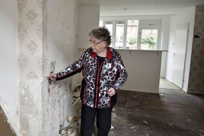 Lies Hindriks in de oude woning van haar grootouders. Foto: Gerard Burgers