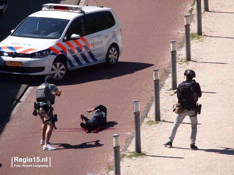 De dader werd onder meer met een taser bewerkt.