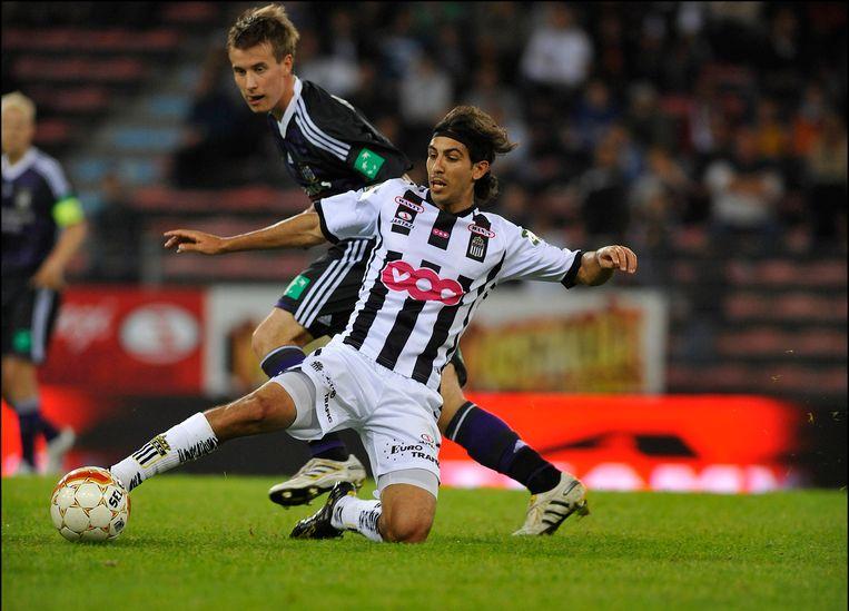 Hernán Losada in het shirt van Charleroi tegen Anderlecht. (2010)