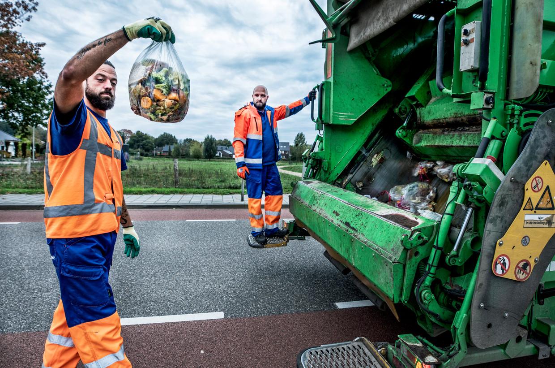 Horst - keukenafval wordt in de gemeente Horst apart opgehaald bewoners kunnen het afval in kleine containers aanbieden langs de straat. Wel wordt er gecontroleerd of het echt keukenafval is.   Beeld null