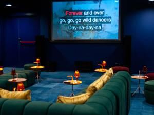 Un hôtel-cinéma-karaoké privé pour faire la fête avec sa bulle de 10 personnes à Bruxelles
