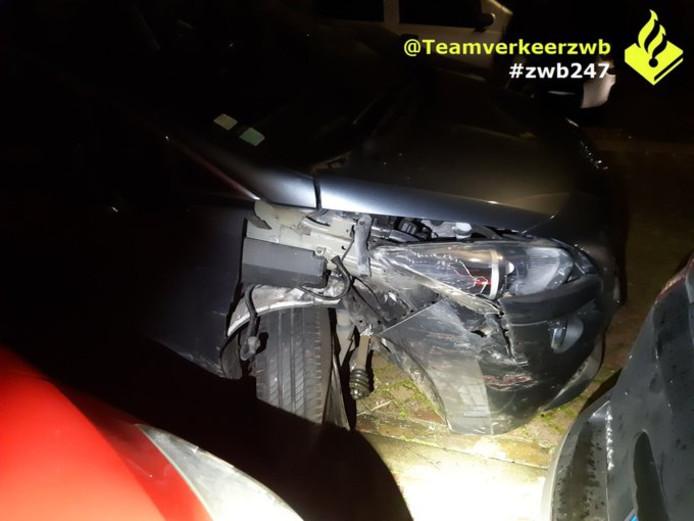 Politie in Plataanstraat in Breda, waar de dronken man 7 auto's beschadigde.