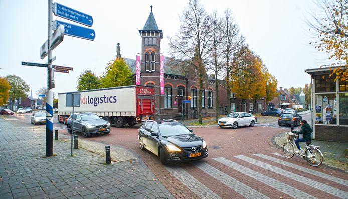 De 'slinger' op het kuispunt Hoofdstraat/ Monseigneur van Oorschotstraat  in Heeswijk is onduidelijk voor veel mensen.