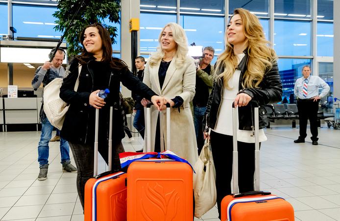 De zusjes Vol hier bij vertrek richting Kiev.
