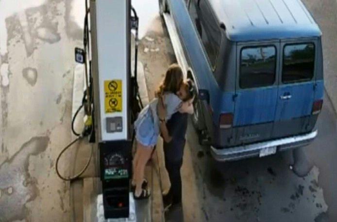 De laatste opname bij een benzinestation van slachtoffers Lucas Fowler (23) en Chynna Deese (24).