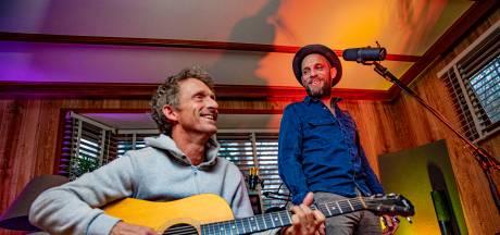 Na destructieve jaren van drank en rock-'n-roll keren theaterbroers Speelman en Speelman gerijpt terug