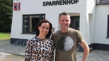 """Mieke (36) en Wesley (42) verhuizen Broodjeshof naar Sparrenhof: """"Altijd gedroomd van een gezellige brasserie"""""""