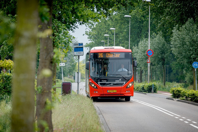 Bus onderweg in Etten-Leur Foto: Marcel Otterspeer / Pix4Profs