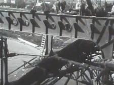 Werk aan de Waalbrug in de jaren '30: zo zag dat eruit