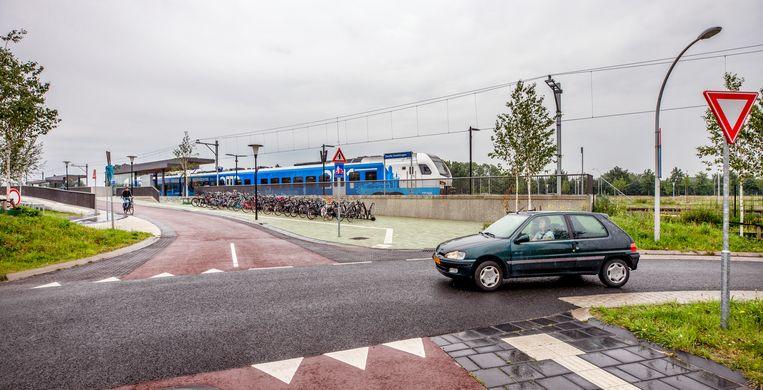 Ook bij station Zwolle Stadshagen, dat eind dit jaar opengaat, kun je goed met de fiets of auto komen.  Beeld Raymond Rutting / de Volkskrant