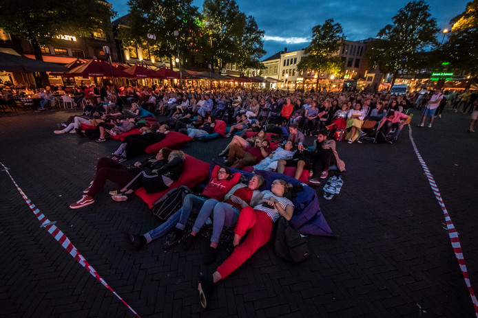 Eerder werd er al een openluchtbioscoop georganiseerd op de Oude Markt in Enschede.