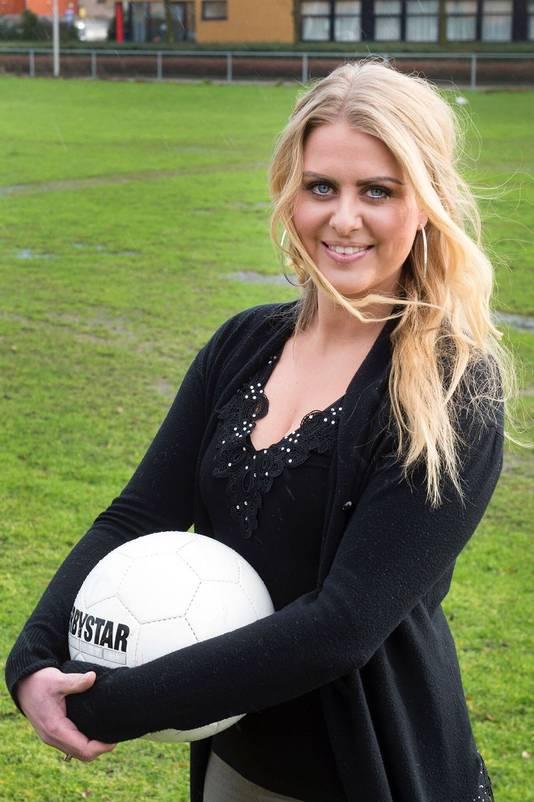Voetbaltrainer Femke van Odijk  coacht het eerste mannenelftal van VV 't Vliegdorp.