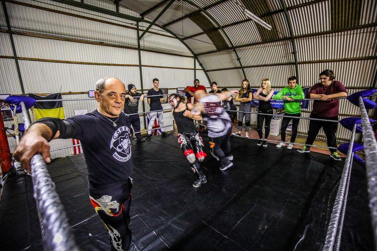 Kurt Clauw kocht de ring voor zijn worstelschool Cobra Wrestling Association.