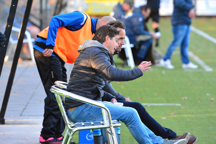 Dominik Vergoossen trainer SV Someren.