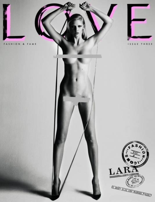 Lara Stone ging onder meer uit de kleren voor Love Magazine.