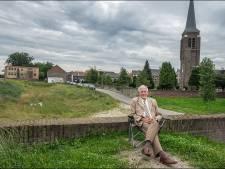 Aanpakker De Koning laat zich liever niet bedienen: burgemeester Gennep levert zijn keten in