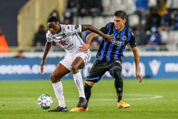Musaba in actie tegen Club Brugge, een van de twee wedstrijden waarin hij dit seizoen scoorde.