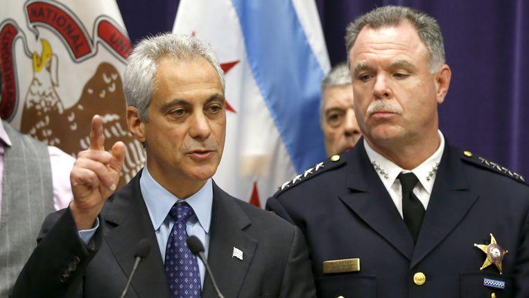 De burgemeester van Chicago, Rahm Emanuel (links), en hoofd van politie, Garry McCarthy, tijdens een persconferentie. Beeld ap