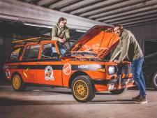 """Hannes en Freek restaureren verroeste wagen om er 20.000 kilometer mee af te leggen: """"Van Engeland tot de Mongoolse Steppe en terug"""""""