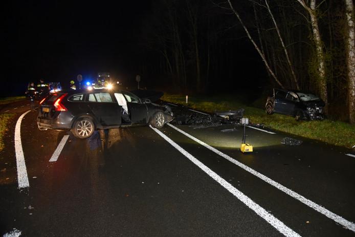 De ravage na het ongeluk bij Beek, maandagmiddag.