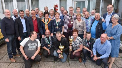 Trofeeën voor zomerkampioenen