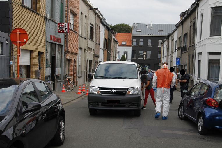 Het slachtoffer werd neergestoken in café Den Den, maar was kort daarvoor betrokken bij een vechtpartij in een flat in de buurt.