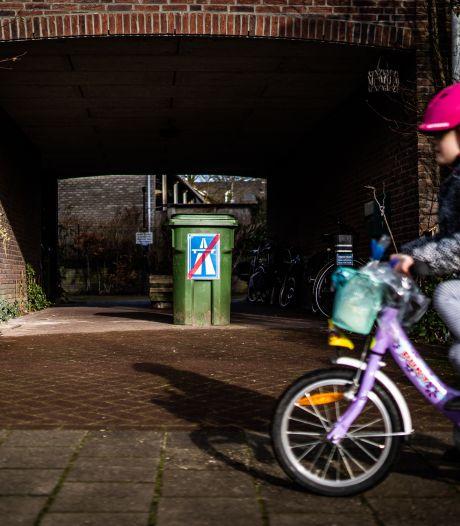 Oosterbekers kunnen eigen parkeerplaats niet op omdat 'boze buurman' boel verspert met groene kliko