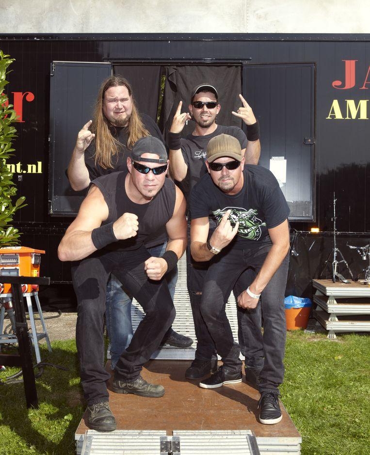 Tribute band Present Danger met links voor zanger Thijs de Jong. Beeld Daniel Cohen