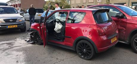 Drie auto's beschadigd bij botsing in Wijchen