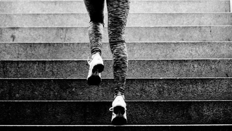 Deelnemers kunnen kiezen tussen 2 of 3 keer de trappen op rennen naar de 18de verdieping van het Ramada Apollo Hotel. Beeld Race to the top