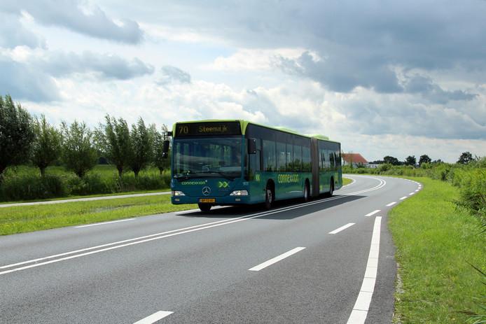 Connexxion zet extra bussen in om scholieren vanuit de Noordoostpolder naar Zwolle te brengen.
