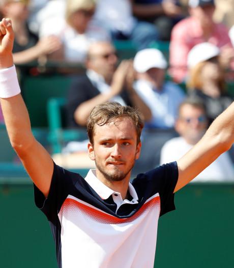 Medvedev schakelt Djokovic in kwartfinales uit in Monte Carlo