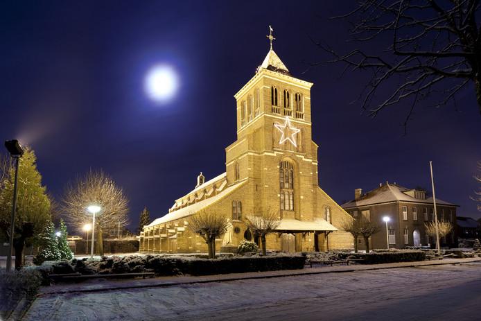 De kerk van Huissen Zand in decembersfeer.