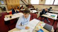 Studenten vinden rust in de kerk om te studeren