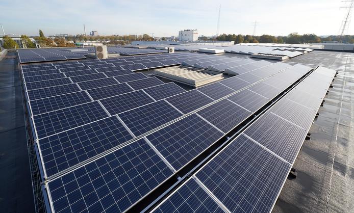 Als het aan de Dorpsraad van Wouw ligt, worden eerst de daken van de bedrijven op De Donken voorzien van zonnepanelen.
