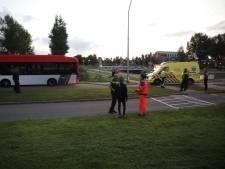 Fietser met spoed naar ziekenhuis na botsing met bus
