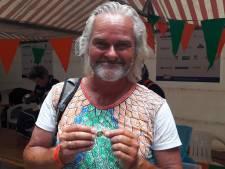 Vierdaagseloper Erwin (54) komt na eindsprint net op tijd binnen: 'Krijg je als het te gezellig wordt'
