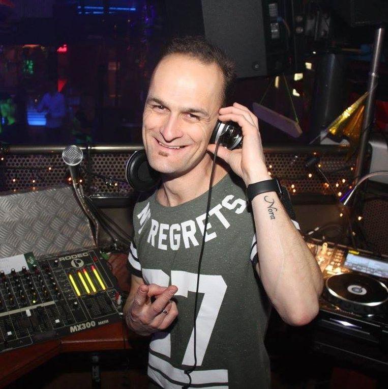 DJ Bass is ook van de partij.