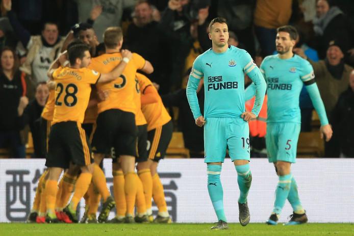 Newcastle United spelers balen als Wolverhampton in de blessuretijd 1-1 heeft gemaakt.