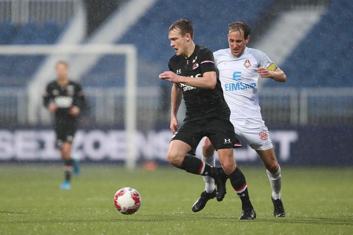 22-12-2019: Voetbal: Telstar v Jong AZ: Velsen Keukenkampioen divisie season 2019-2020 L-R: Thijs Oosting of Jong AZ, Frank Korpershoek of Telstar