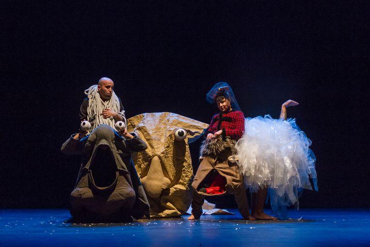 Spinrag staat garant voor podiumvoorstellingen en figuurtheater, zoals hier La Llave maestra_Pareidolia TODOS Michael Galvez and Andrés Olivares.