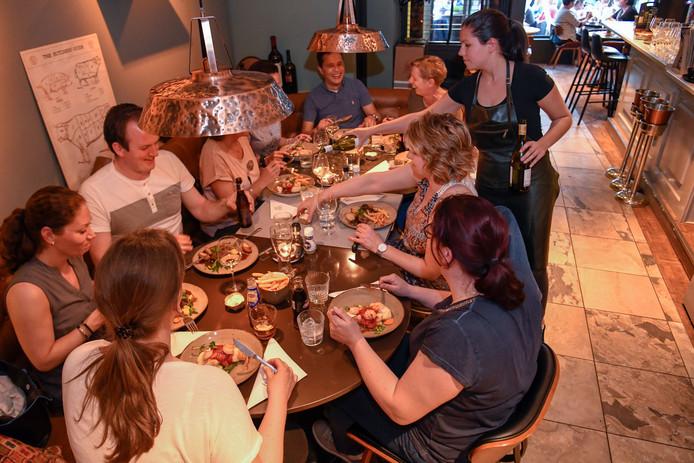 Restaurant Welp straalt een warme sfeer uit.