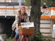 De moderne schoonheidsspecialiste komt op de fiets aan huis