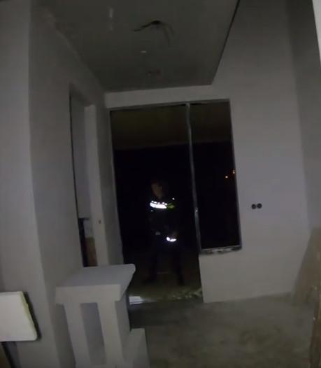 Politie deelt spannende video van zoektocht naar inbreker in huis in Weerselo