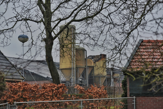 De schade is groot na de brand in Biezenmortel.