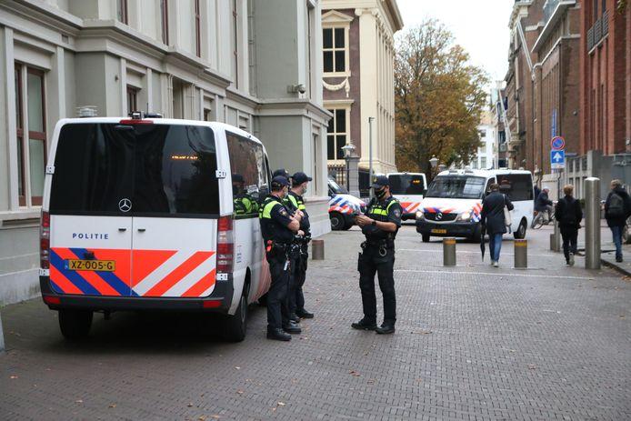 In de Haagse binnenstad wemelt het van de agenten.
